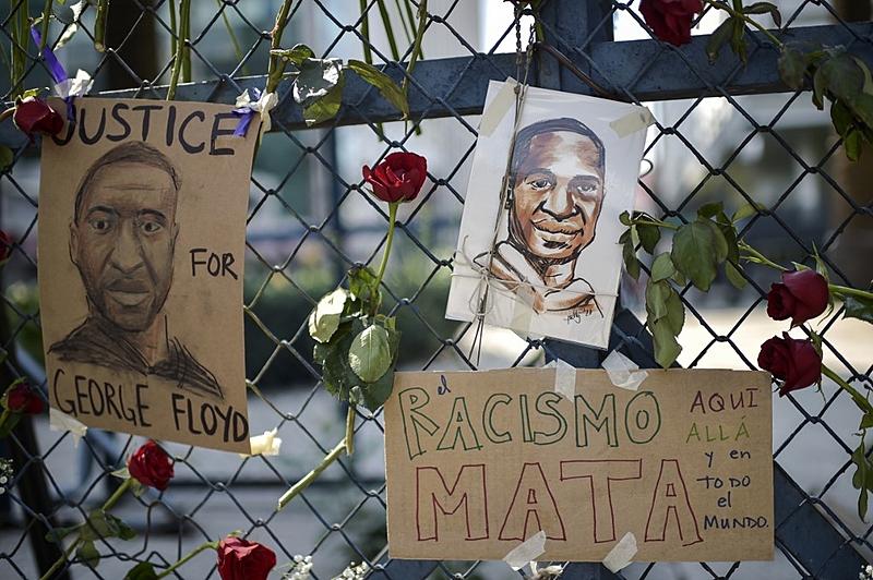 Protesto em frente a Embaixada dos EUA na Cidade do México: mobilizações crescem em todo o mundo contra o racismo e para pedir Justiça pelo assassinato de George Floyd por policiais estadunidenses