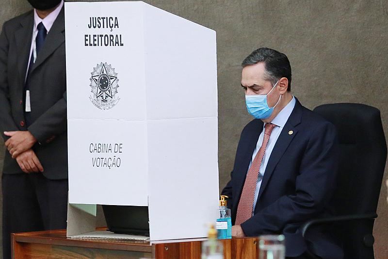O presidente do Tribunal Superior Eleitoral (TSE), Luis Roberto Barroso, durante cerimônia de lacração das urnas eletrônicas para o pleito deste ano.