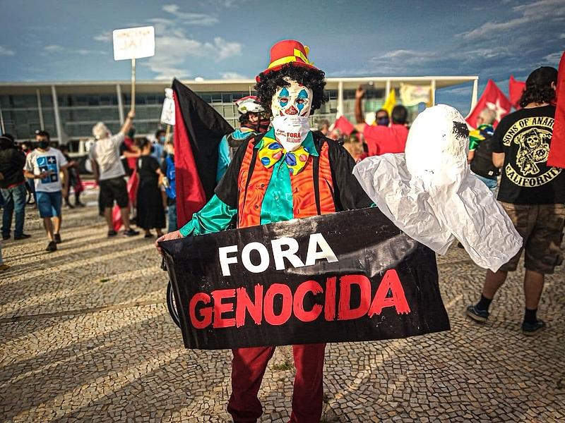 """Números da pandemia no país, que acumula 9 milhões de infectados e mais de 220 mil mortos, fizeram surgir a acusação de """"genocida"""" contra Bolsonaro: novos protestos pelo impeachment no Brasil e no mundo estão marcados para domingo (31)"""