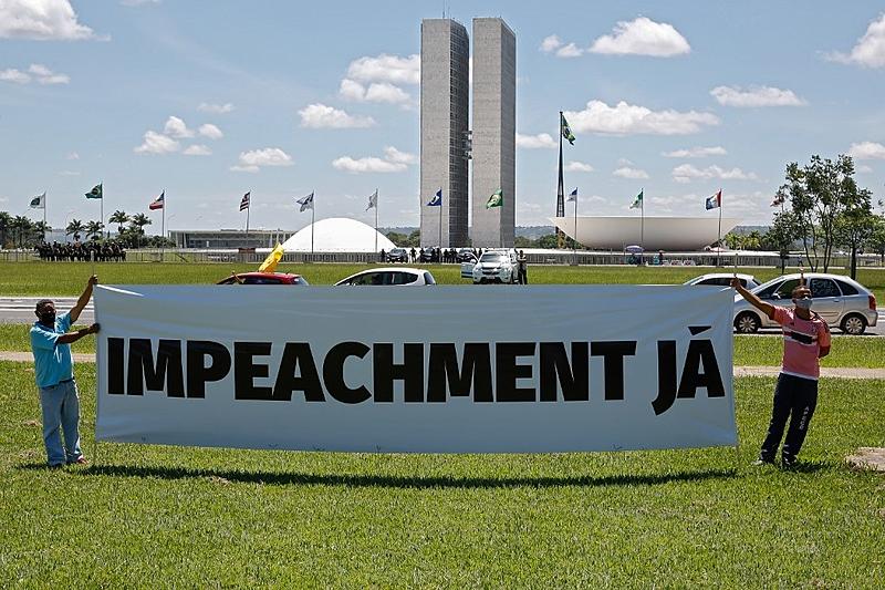 Com o agravamento da pandemia no Brasil e a falta de atuação do governo de Jair Bolsonaro, impeachment ganha força