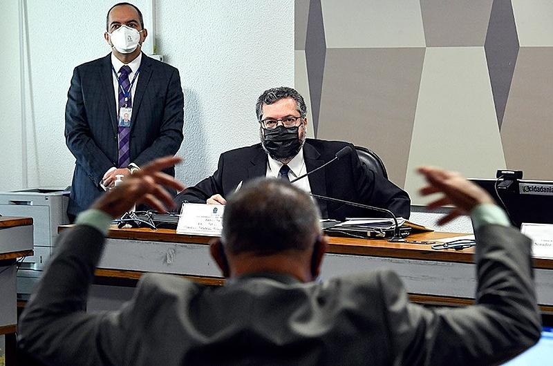 No Senado, Ernesto Araújo é cobrado por submissão a | Internacional