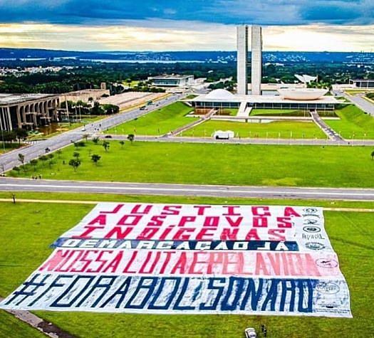 Indígenas pedem a saída do presidente em manifestação do abril indígena em Brasília - 19 de abril de 2021