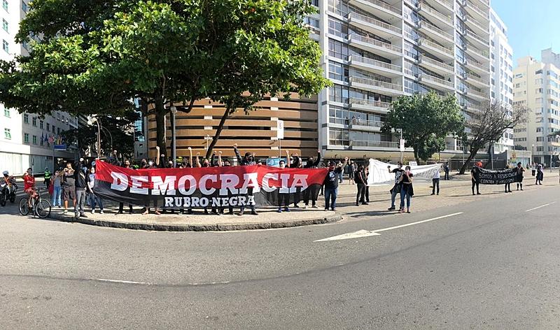 PM reprime ato de torcidas organizadas por democracia em SP